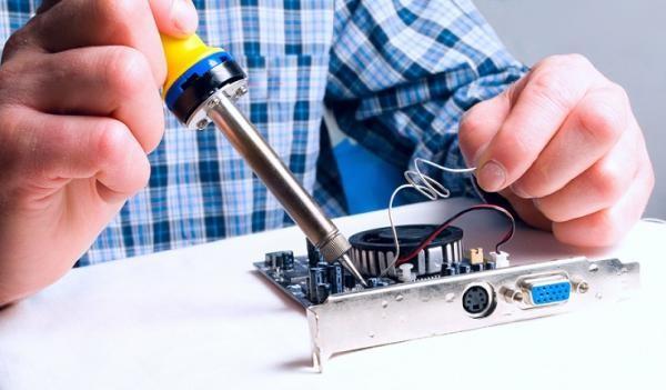 Основное требование при ремонте блока питания своими руками - умение работать с паяльником
