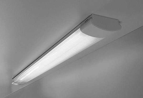 Потолочный люминисцентный светильник