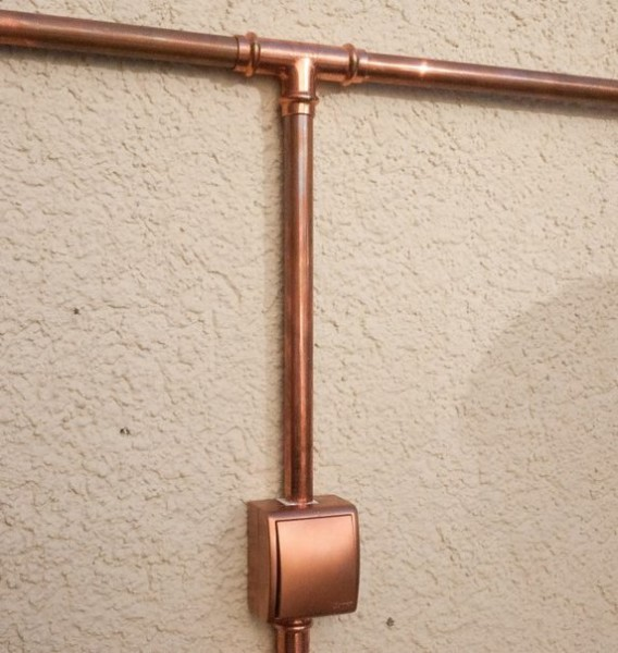 Для электропроводки специалисты рекомендуют использовать медные трубы