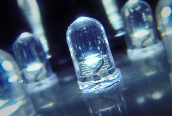 Тиристорный светодиод