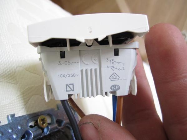 Как расключить три проходных выключателя