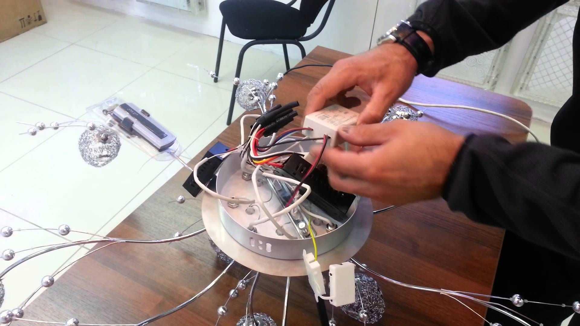 установка светодиодных потолочных люстр