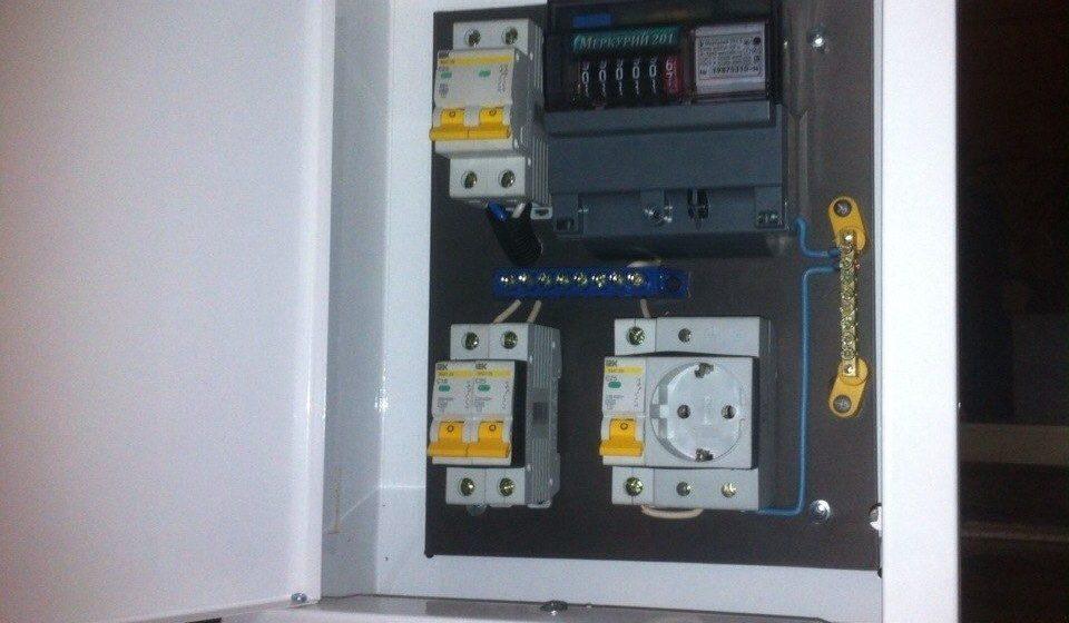 Щиток для электросчетчика и автоматов