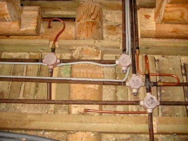 Проводка, выполненная в металлических трубах