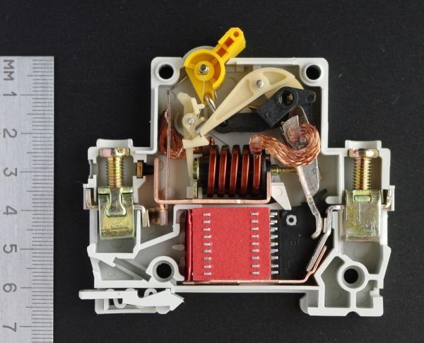 Автоматический выключатель для монтажа на DIN-рейку