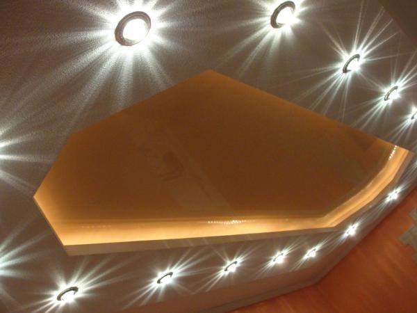 Точечный светильник со светодиодной подсветкой