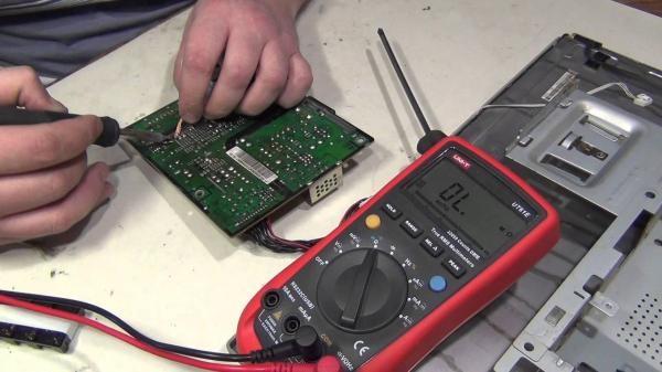 Проверка напряжения аккумулятора
