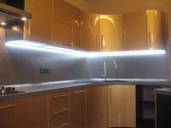 Варианты освещения рабочей зоны кухни