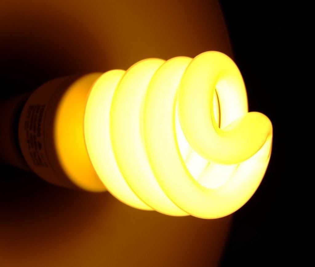моргает энергосберегающая лампочка