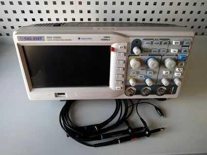 Сиглент SDS 1022 осциллограф